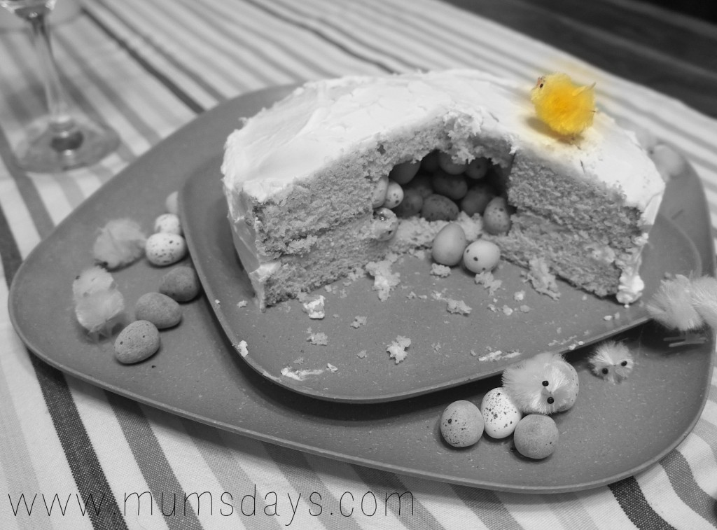 Easter Cakes! Click here for an Easter Egg Hunt Cake how to: http://www.mumsdays.com/easter-cakes #easter #cake #recipes #spring